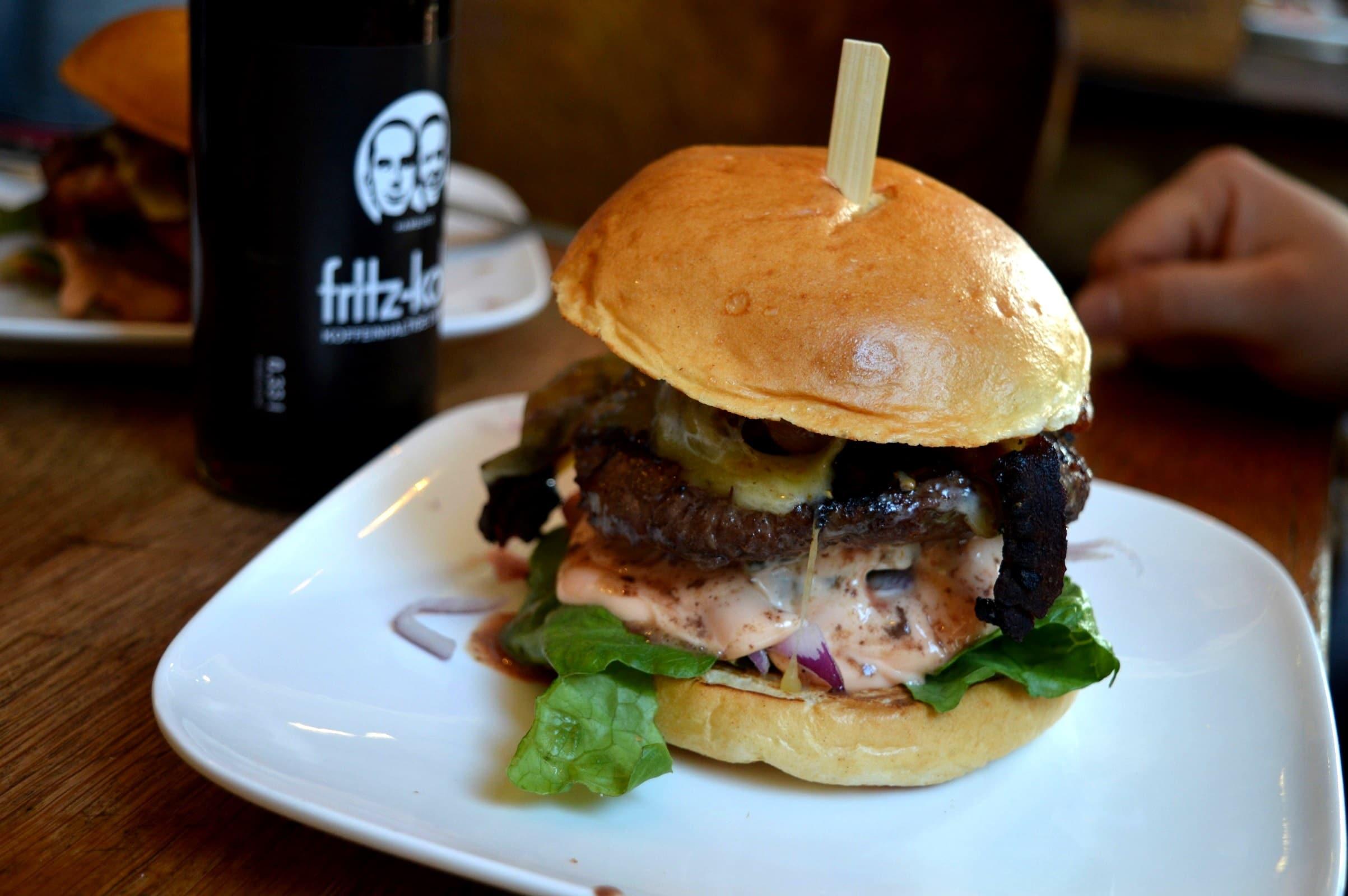 die fette kuh in k ln der cheeseburger im test bacon zum steak. Black Bedroom Furniture Sets. Home Design Ideas