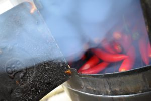 Selbstgeräucherte Chipotle-Chilis auf dem proQ WSM