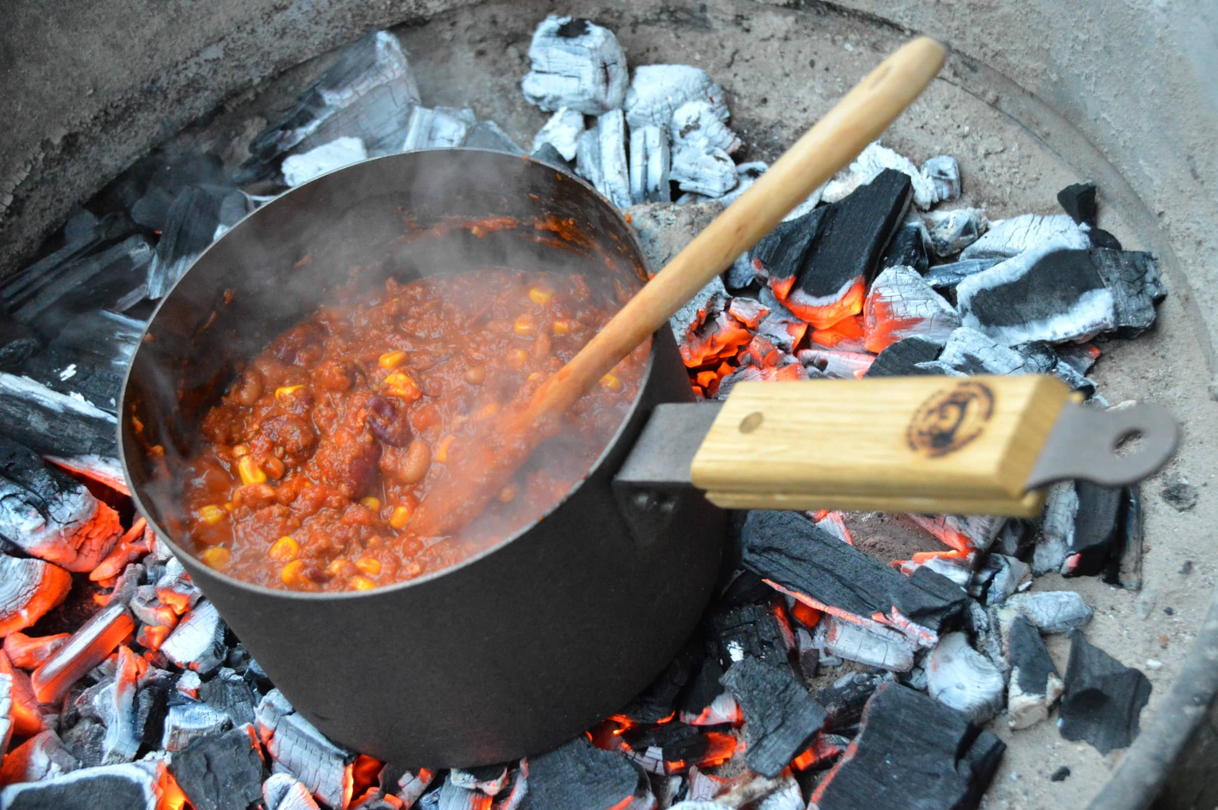 chili con carne auf offener flamme bacon zum steak. Black Bedroom Furniture Sets. Home Design Ideas