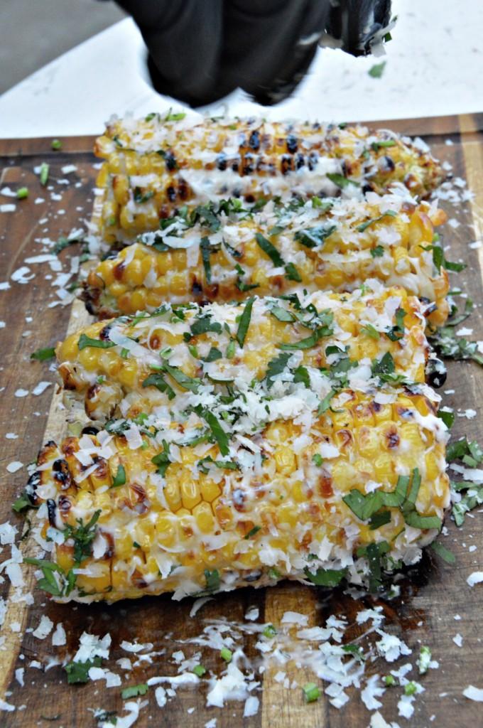 Elote - Rezept für mexikanisch gegrillte Maiskolben