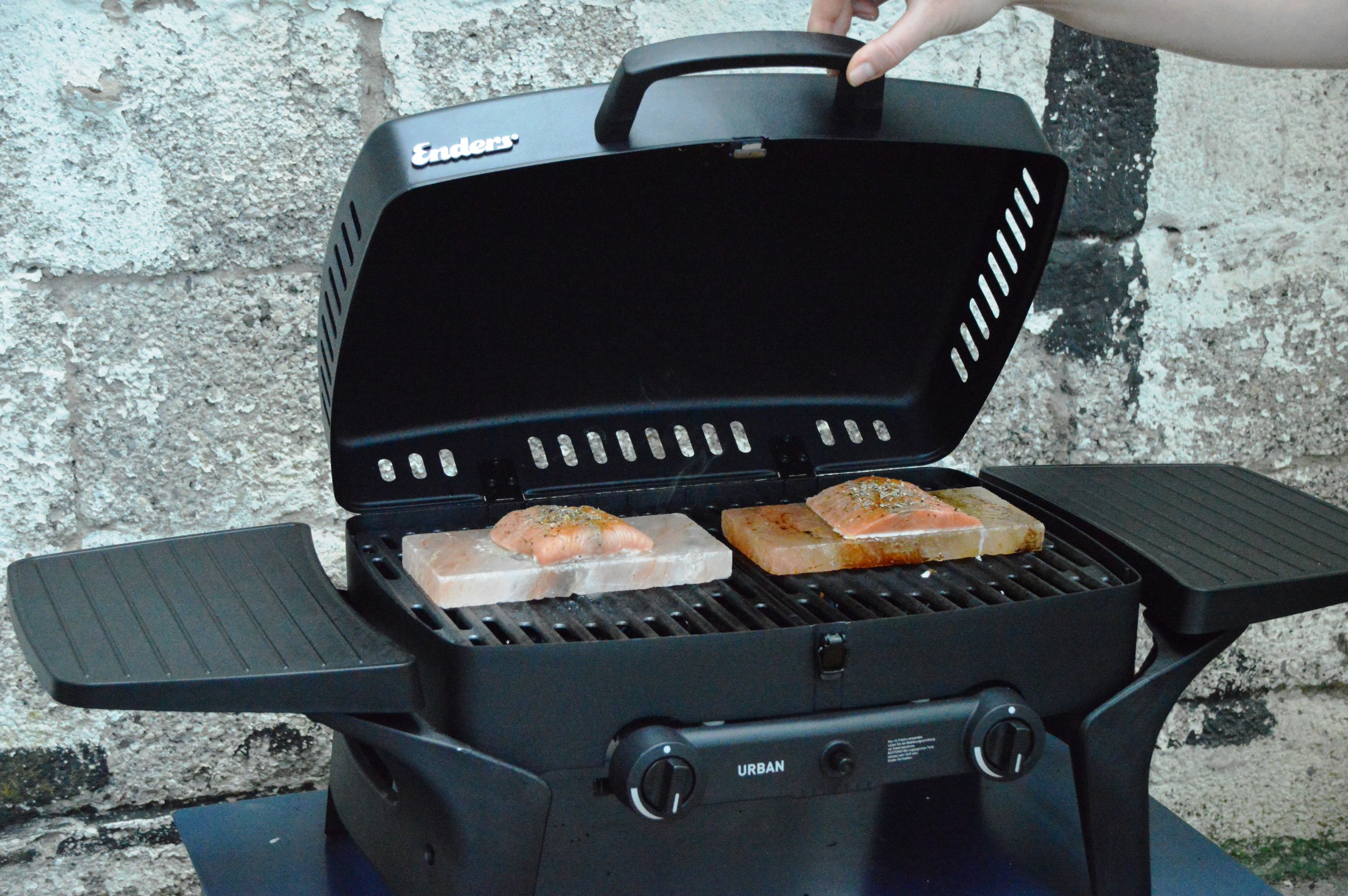 Enders Gasgrill Rostet : Angegrillt enders urban im test bacon zum steak