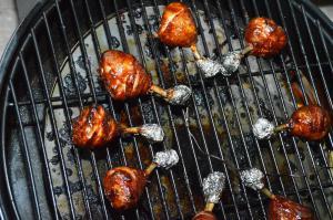 Gegrillte Chicken Lollies vom Landmann Pellet Kettle.