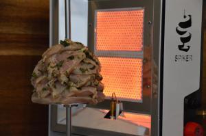 Asado Style Hühnchenspieß vom Spiker BBQ Drehspieß