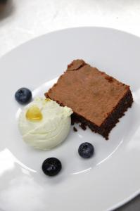 Avocado-Jalapeno-Eis mit Schoko-Brownie