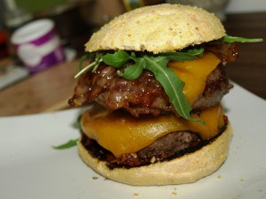 Double Wagyu-Cheeseburger mit Candybacon